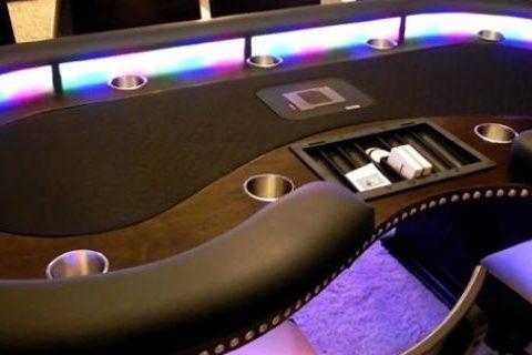 Самые честные покер онлайн бизнесмены играют в карты визитками камеди