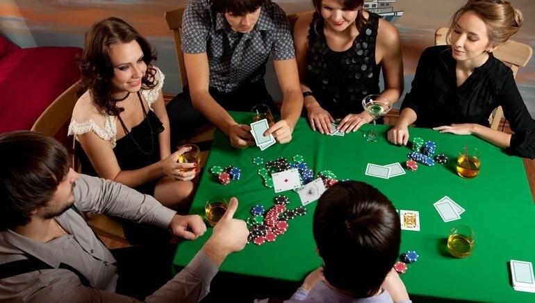 Трахнул русскую молодые играют в карты фотографии девушками онлайн