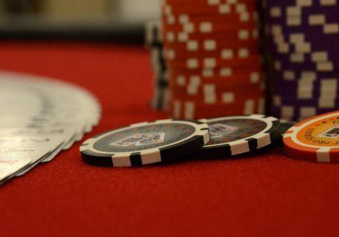 Разрешено ли играть в онлайн покер в россии игровые машины вулкан казино